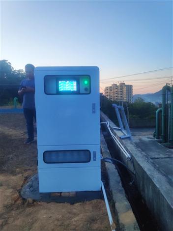 新款智能型水质在线监测仪器岸边站
